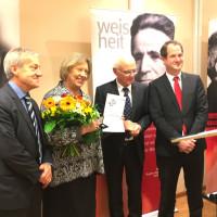Altlandrätin Johanna Rumschöttel mit den Caritas-Vorständen Klaus Weißbach, Hans Lindenberger und Georg Falterbaum